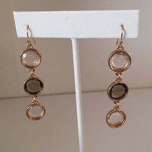 Jewelry - Gold fashion earring with three stones